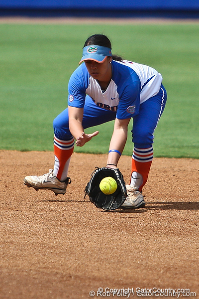 Florida senior second baseman Aja Paculba fields a ground ball during the Gator's 9-1 victory against the Oregon Ducks in the first day of the NCAA Super Regionals  on Friday, May 27, 2011 at Katie Seashole Pressly Stadium in Gainesville, Fla. / photo by Rob Foldy