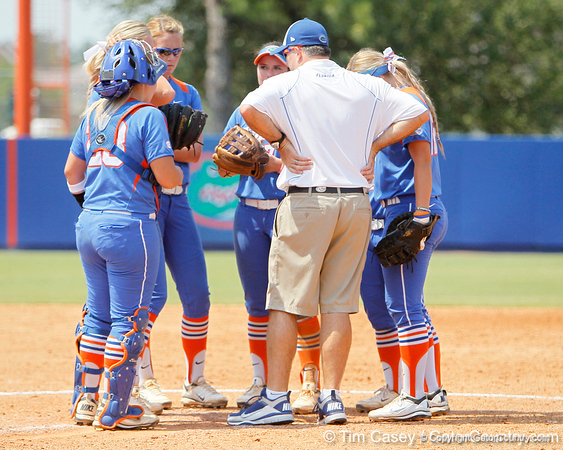 Florida head coach Tim Walton talks during a huddle during the Gators' 3-2 loss to the UCLA Bruins in the NCAA Regionals on Sunday, May 22, 2011 at Katie Seashole Pressly Softball Stadium in Gainesville, Fla. / Gator Country photo by Tim Casey