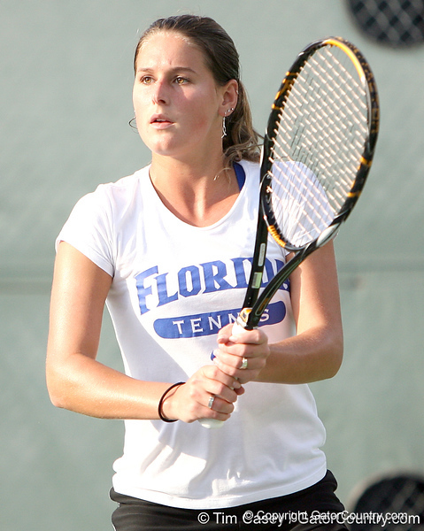 photo by Tim Casey<br /> <br /> Florida freshman Jo Mather competes during the No. 7-ranked Gators' 6-1 win against the Stetson Hatters on Tuesday, January 27, 2009 at Linder Stadium in Gainesville, Fla.