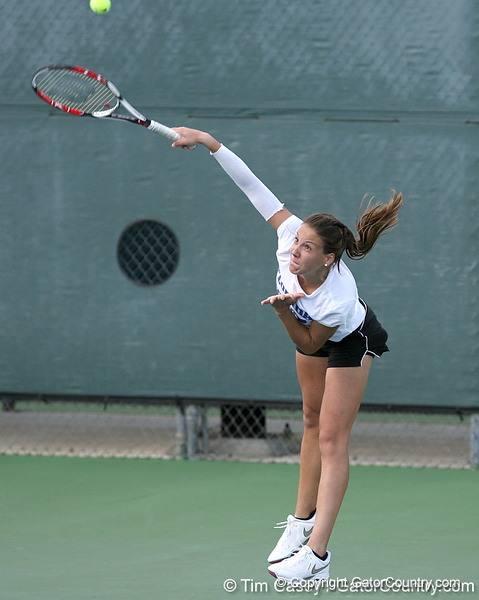 photo by Tim Casey<br /> <br /> Florida freshman Barbara Pinterova competes during the No. 7-ranked Gators' 6-1 win against the Stetson Hatters on Tuesday, January 27, 2009 at Linder Stadium in Gainesville, Fla.