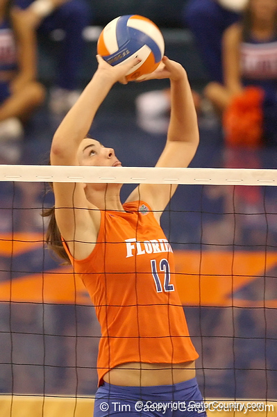 photo by Tim Casey<br /> <br /> Florida freshman setter/right-side hitter Kelly Murphy sets the ball during the Gators' sweep of the South Carolina Gamecock on Wednesday, October 15, 2008 at the Stephen C. O'Connell Center in Gainesville, Fla.