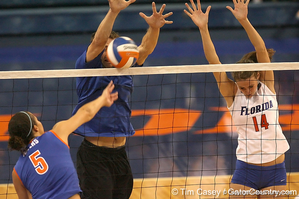 080824_SmithBetsy_6505_TCasey<br /> <br /> photo by Tim Casey<br /> <br /> during the Florida volleyball team's annual Fan Day and Orange and Blue Scrimmage on Sunday, August 24, 2008 at the Stephen C. O'Connell Center in Gainesville, Fla.