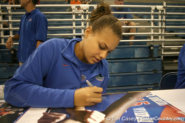 080824_BledsoeLauren_6304_TCasey<br /> <br /> photo by Tim Casey<br /> <br /> during the Florida volleyball team's annual Fan Day and Orange and Blue Scrimmage on Sunday, August 24, 2008 at the Stephen C. O'Connell Center in Gainesville, Fla.