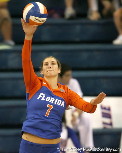 Florida senior libero Elyse Cusack serves during the Gators' 3-0 win against the Auburn Tigers on Sunday, November 8, 2009 at the Stephen C. O'Connell Center in Gainesville, Fla. / Gator Country photo by Tim Casey