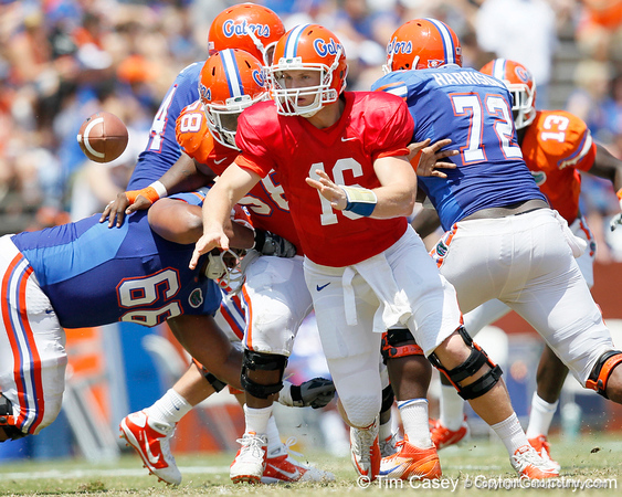 Florida freshman quarterback Jeff Driskel pitches the ball on a reverse during the Gators' spring football game on Saturday, April 9, 2011 at Ben Hill Griffin Stadium in Gainesville, Fla. / Gator Country photo by Tim Casey