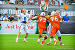 QB Jeff Driskel throws the ball to the flat.  Gators vs Miami.  9-07-13.