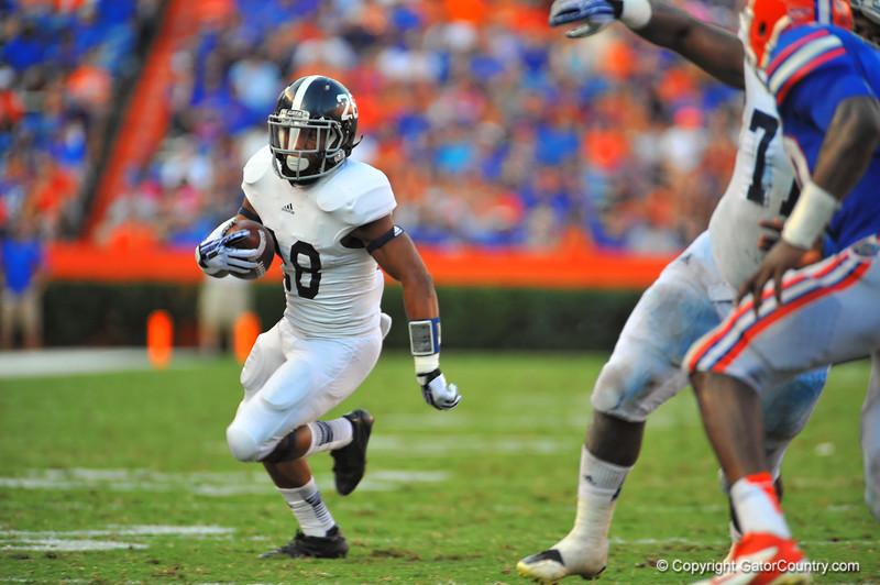 Georgia Southern RB Devin Scott gets the toss and rushes downfield in the third quarter.  Florida Gators vs Georgia Southern Eagles.  Gainesville, FL.  November 23, 2013.
