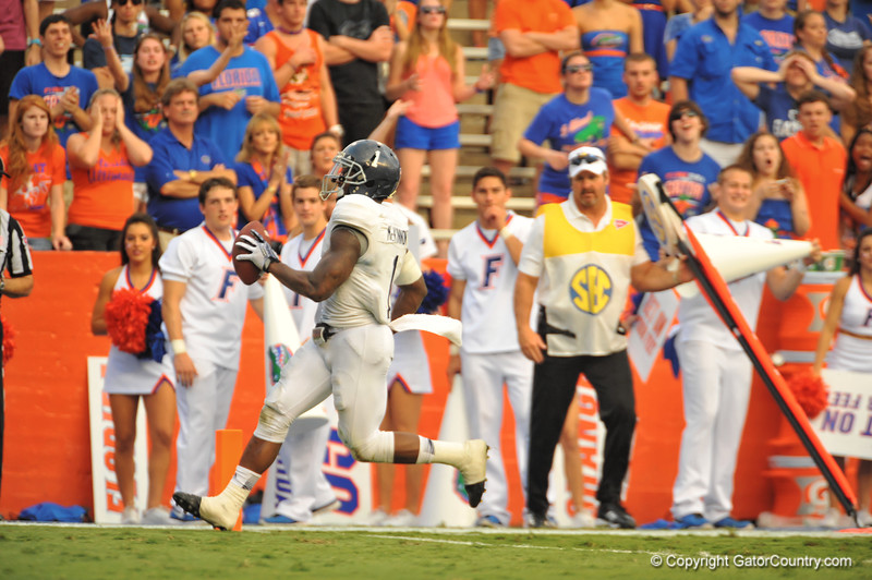Georgia Southern QB Jerick McKinnon rushes into the endzone late in the fourth quarter to put Georgia Southern up 26-20.  Florida Gators vs Georgia Southern Eagles.  November 23, 2013.  Gainesville, FL.