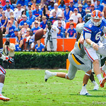 QB Jeff Driskel shuttle passes the ball.  Gators vs Toledo.  8-31-13.