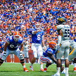 QB Jeff Driskel calls out the play.  Gators vs Toledo.  8-31-13.