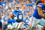 QB Tyler Murphy looks downfield.  After seeing no one open, he sprints for the endzone resulting in a gator touchdown.  Gators vs Tennessee Volunteers.  September 21, 2013.