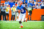 RB Mafk Brown gets the pitch and looks downfield for an open hole.  Gators vs Tennessee Volunteers.  September 21, 2013.