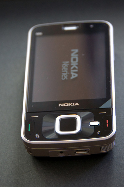 The phone is simply beautiful, which is somewhat diminished by the Nikon D90 I used to take this photo. For some reason the camera opted for ISO 1600.