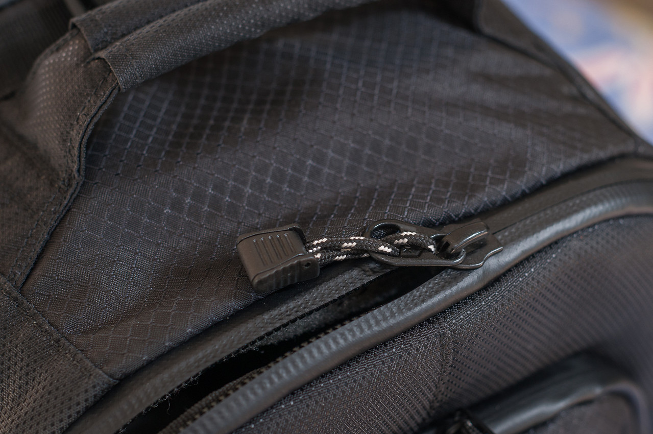 "<center> <br><br><a href=""http://www.tenba.com/Products/Shootout-Backpack-Medium-Black.aspx"" target=""_blank"">Tenba Shootout Backpack, Medium Black <p>Detail view of top main compartment YKK weather sealed zipper.</p></a> </center>"