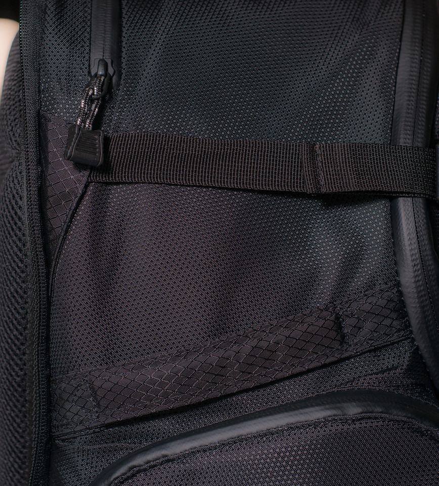 "<br><br><a href=""http://www.tenba.com/Products/Shootout-Backpack-Medium-Black.aspx"" target=""_blank"">Tenba Shootout Backpack, Medium Black  <p>Detail view of left side. Top zipper open laptop pocket,   side handle just  below and the top of the side pocket, below the hanle.</p></a>"