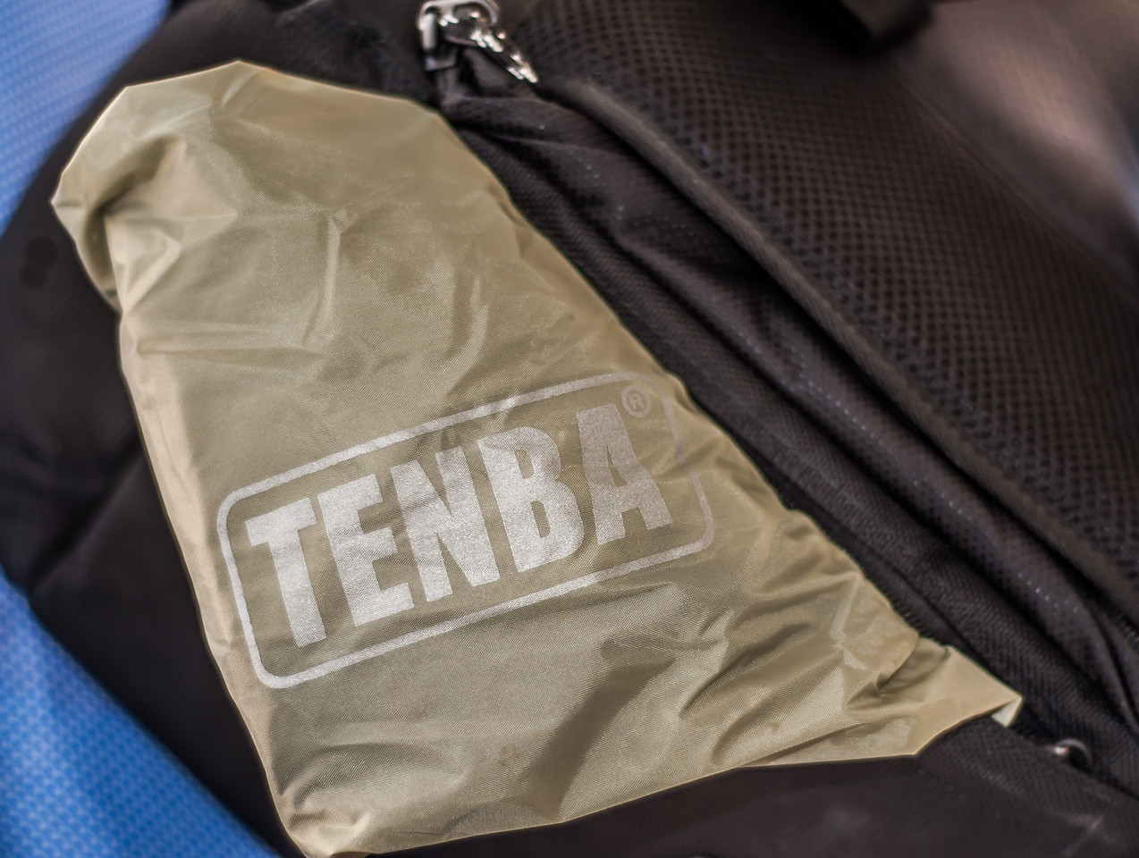"<center> <br><br><a href=""http://www.tenba.com/Products/Shootout-Backpack-Medium-Black.aspx"" target=""_blank"">Tenba Shootout Backpack, Medium Black  <p>Tenba includes a water repellent rain jacket located in a zippered compartment at the bottom of the bag. Convenient if you're caught in a torrential down poor . </p></a> </center>"