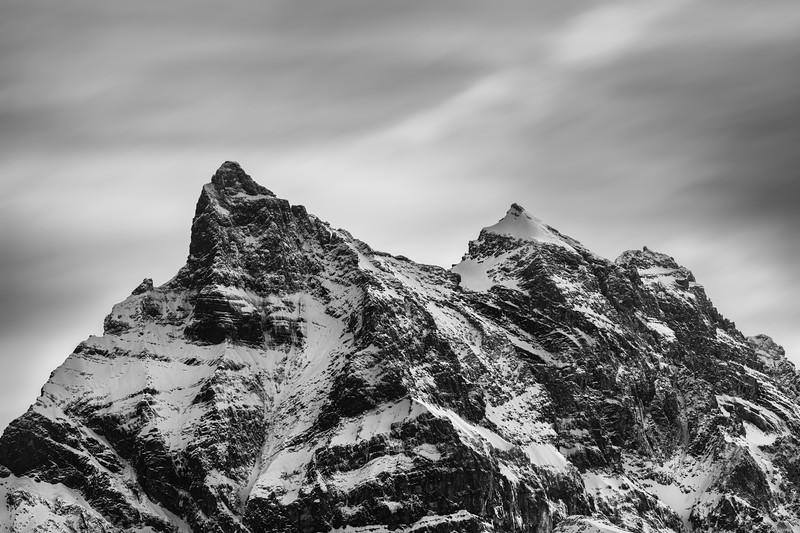 Monochrome ridge
