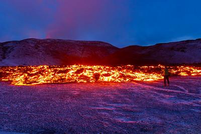 Ný sprunga myndaðist við gosstöðvarnar í Geldingadölum og rann hraun í Meradali.