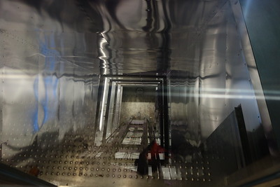 Fahrstuhl zur Straßenbahn schräg