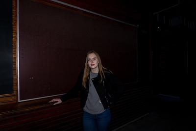 """Nachdem ich im hellen noch im Nordsternpark fotografiert hatte und ich mit meiner Mutter einen Kaffee trinken war. Habe ich nochmals im dunklen ein paar Fotos gemacht und dann hörte ich aus dem dunklen... """"Ich will auch aufs Foto"""" Ich sagte sofort... dann stell dich da hin und sie tat es. Natürlich - lustig - spontan. Hier habe ich aus den 3 Fotos, ein paar schöne Fotos durch verschiedene Presets gemacht. An das nette Mädel... du darfst die Fotos runter laden und natürlich nutzen wie du möchtest. Gerne mache ich nächstes mal bessere Fotos. Vielleicht im hellen, dann habe ich es einfacher. Schöne Portraits etc. Danke dir für das lustige Erlebnis... Email: btmfilmproduktion@gmail.com"""