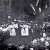 G1836a<br /> Het eeuwfeest 1813-1913, het onafhankelijkheidsfeest. Links leden van het Chr. Fanfarekorps Crescendo, in het midden leden van de zangvereniging Oefening Kweekt Kunst en rechts publiek op het feestterrein bij de Overplaats  Foto: 1913.