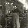 G0009 <br /> Rijksstraatweg 2, de boerderij van de fam. Ciggaar, die ca. 1938 is gesloopt voor de aanleg van de Rijksweg 4, nu A44. Op de foto staat Maria Uit den Bogaard, de vrouw van Willem Elias Ciggaar.