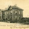 G0059 <br /> De dubbele villa Twin's Home, die voor de bloembollenhandelaar Henri Roozen in 1890 werd gebouwd. De ene helft heette 'Bloomfield' en de andere helft 'Zomerzorg'. In de voortuin staan twee jonge beuken, die daar omstreeks 1890 geplant zijn en inmiddels (2018) zijn uitgegroeid tot twee monumentale bomen. Foto: 1901.
