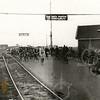 G0014 <br /> De spoorwegovergang bij de Klinkenberg, met de langste spoorbomen van Nederland. Op de foto is links de tramrails te zien. Rechts staat op Rijksstraatweg 37 het spoorwachtershuisje van de fam. S. van der Kraan, later fam. Spaan. Foto: 1932.