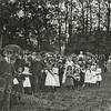 G1819 <br /> Het eeuwfeest 1813-1913, het onafhankelijkheidsfeest. Een grote schare feestelijk geklede volwassenen en kinderen op het feestterrein op de Overplaats  Foto: 1913.