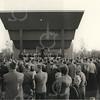 G1777 <br /> Het muziekpodium aan de Parklaan tijdens de feestelijke opening op 13 oktober 1956. De Chr. Harmonievereniging Crescendo speelt voor het toegestroomde publiek. Foto: 1956.