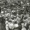 G1827 <br /> Het eeuwfeest 1813-1913, het onafhankelijkheidsfeest.  Toeschouwers verdringen zich op het feestterrein op de Overplaats. Foto: 1913.