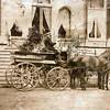 G0036 <br /> Voor de trappen van Huis Ter Wegen staat een open wagen met tweespan (een wagonette). Op de bok een fraai uitgedoste koetsier en daarvoor staat een staljongen. Foto: ca. 1875.
