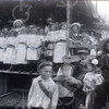 G1833 <br /> Het eeuwfeest 1813-1913, het onafhankelijkheidsfeest. Schoolkinderen op het podium op het feestterrein bij de Overplaats. Links de jongens en rechts de meisjes. Foto: 1913.