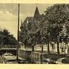 G0448 <br /> De Sassenheimervaart, die bij de Klapbrug overgaat in de Teylingersloot. Rechts het pand waar later Barend van Loo zijn sigarenwinkel zou vestigen. Daarnaast het huis van de fam. Juffermans en uiterst rechts drogisterij De Hoek van de fam. Melman. Foto: 1936.