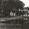G0442 <br /> Zicht vanaf de Oude Haven richting Kastanjelaan. Links en rechts van het water zijn twee laad- en losplaatsen voor schepen. Links de Hoofdstraat. Foto: begin 20ste eeuw.