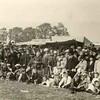 G1829 <br /> Het eeuwfeest 1813-1913, het onafhankelijkheidsfeest.  Toeschouwers staan rijendik opgesteld op het feestterrein aan de Overplaats Foto: 1913.