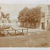 G0441a<br /> Zicht vanaf de Oude Haven richting Kastanjelaan. Rechts het pand van garage Bakker en de poort naast het huis van A. Vliem. Aan de voorkant van het huis van Vliem was een winkel in bloemen en planten. Achter het huis waren kassen geplaatst voor het kweken van planten.