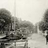 G0436 <br /> De Oude Haven, gezien in noordelijke richting. Links de toenmalige Hoofdstraat. Op de achtergrond een pandje in de Kastanjelaan. De haven is in 1925 gedempt. Foto: 1895.