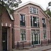 Voormalige Kwekerswoning en Bollenschuur van Antoon van Duin,  in 1905 gebouwd door Oudshoorn.<br /> Later is het pand gebruikt voor opslag door Bode de Boer.<br /> Hierna is het pand als opslagloods gebruikt door L. van Nieuwkoop.<br /> Het Pand is in 2006/2007 met behulp van de gemeente Sassenheim gerenoveerde en omgevormd tot 4 appartementen.