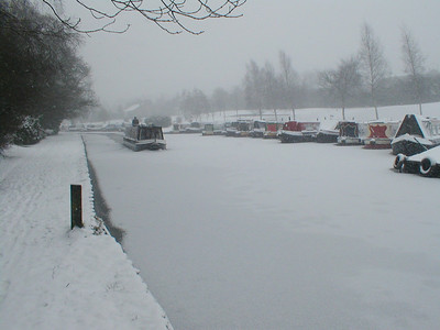 Feb '09 during passage from dry dock on day of sale. The ONLY boat moving on the canal!