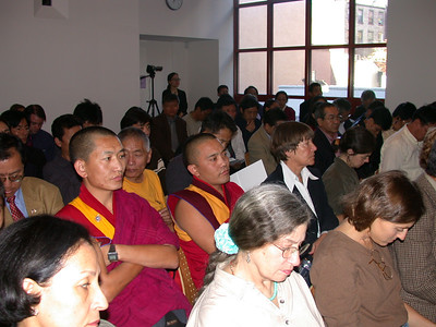 ཚོགས་འདུའི་ཟུར་ཉན་པ། Audience members at the conference.