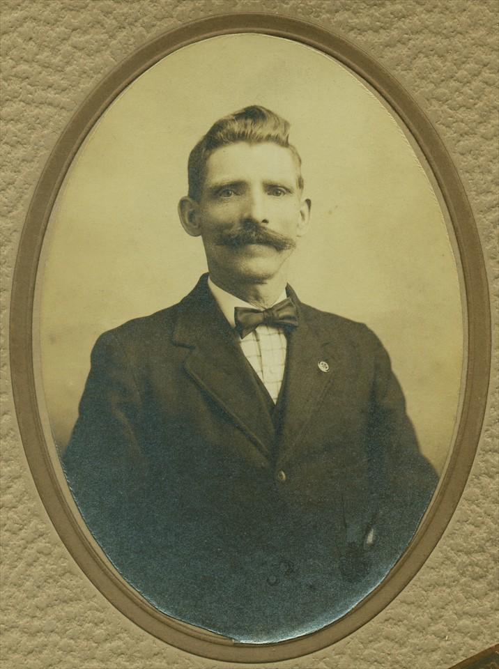 Ramsey_GreatGreatGrandfather_or_GreatGrandfather_AL Johnson Photography 1910 or 1917