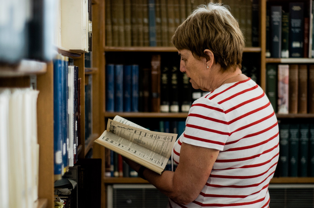 . Carol Bosworth does research during the Fitchburg Public Library\'s genealogy program on Thursday, July 6, 2017. SENTINEL & ENTERPRISE / Ashley Green
