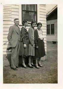 John Looman and Daughters, Mary Reta, Izora.
