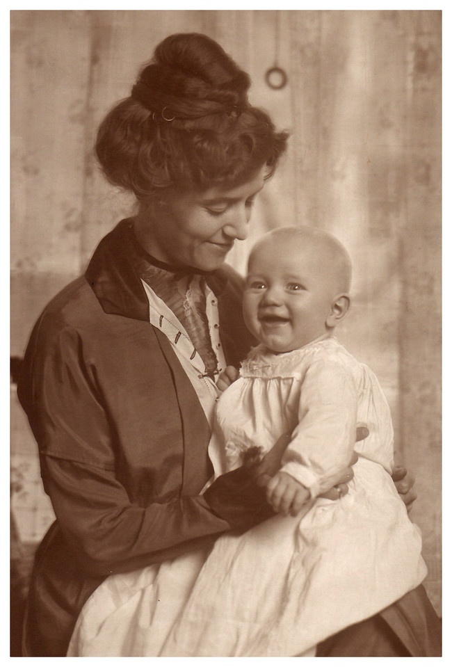1913 Emma Whitmer Miller with son, Morris.