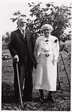 1947 Los Angeles, CA Anna Miller with her second husband, Edward Foster Hoag Birth:  6 APR 1856 in Knightstown, Henry, Indiana Death: 26 FEB 1950 in Whittier, Los Angeles, California