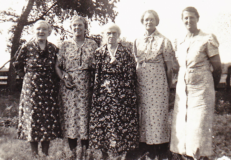 1948 Los Angeles, CA Anna Miller (3rd from right) with Laura Jones?, Lydia Dietrich Hoag, Lola Hobson Hoag, and Florence Vetter Hoag (Floral prints were all the rage.)