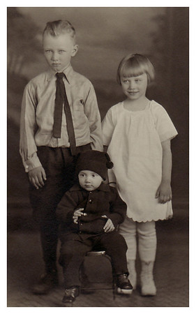 1922 Morris Miller with sisters, Marianne and Eloise.