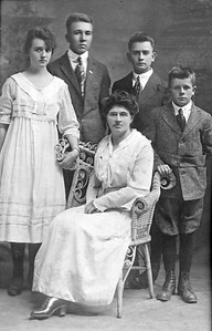 Circa 1916  Lula Belle Arehart (Wright) 1872-1963 with her four children  Ceclia Marie (1901-1945), Laurence Alvin (1899-1959), Aubrey W. (1904-1980) and Cornelius B. Jr. (1905-1973)