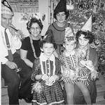 FAMILLE BLANCHARD - JANVIER 1963 LÉANDRE & YVETTE et les 4 filles: Simonne, Denise, Pauline et Monique en arrière
